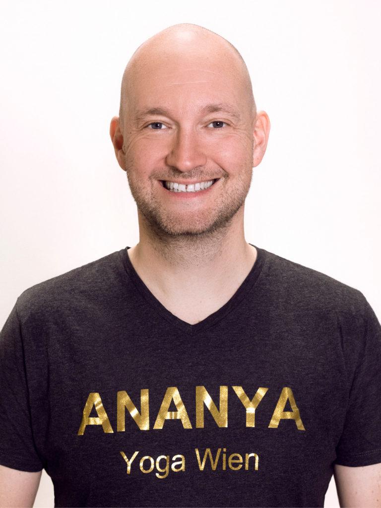 ANANYA Yoga Wien - Carsten Scholian